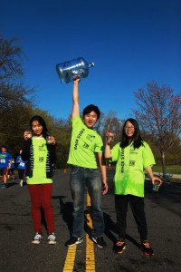 Run for Clean Air volunteers pour water from reusable jugs.