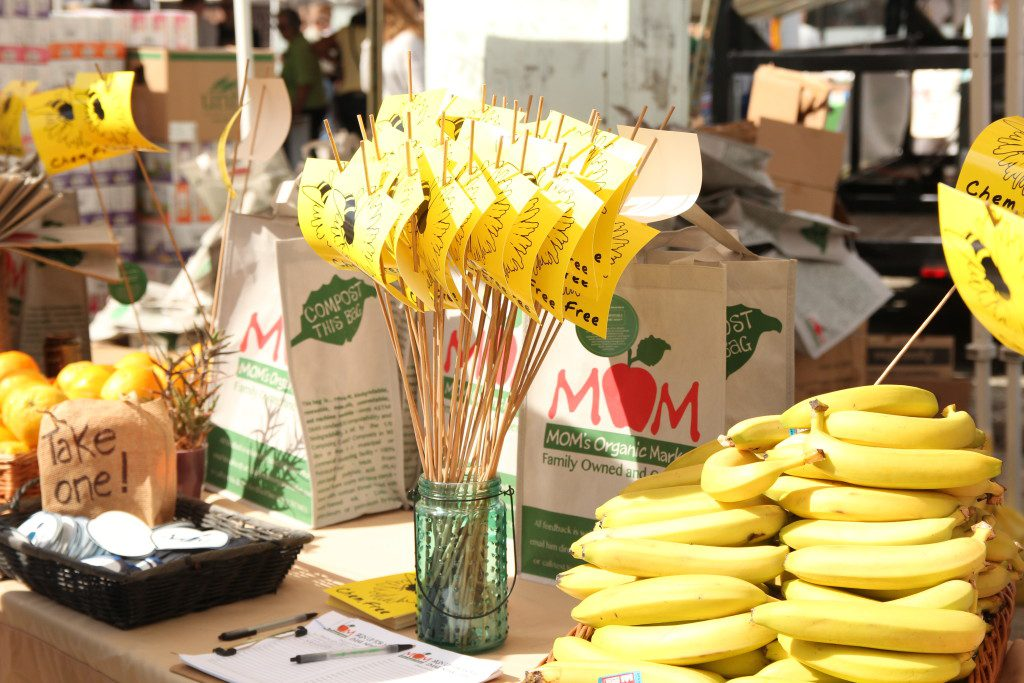 MOM's Organic Market gives out free organic produce and snacks at Greenfest.